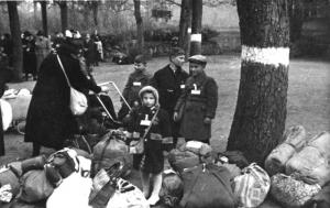 Familie im Platz'schen Garten vor der Deportation