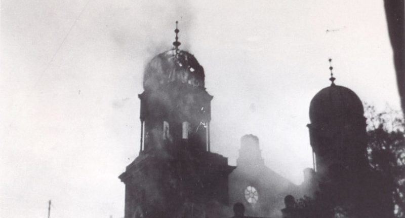 Brennende Synagoge in Kitzingen während des Novemberpogroms