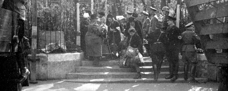 """Eingang zur Sammelstelle """"Platzscher Garten"""", 1942"""