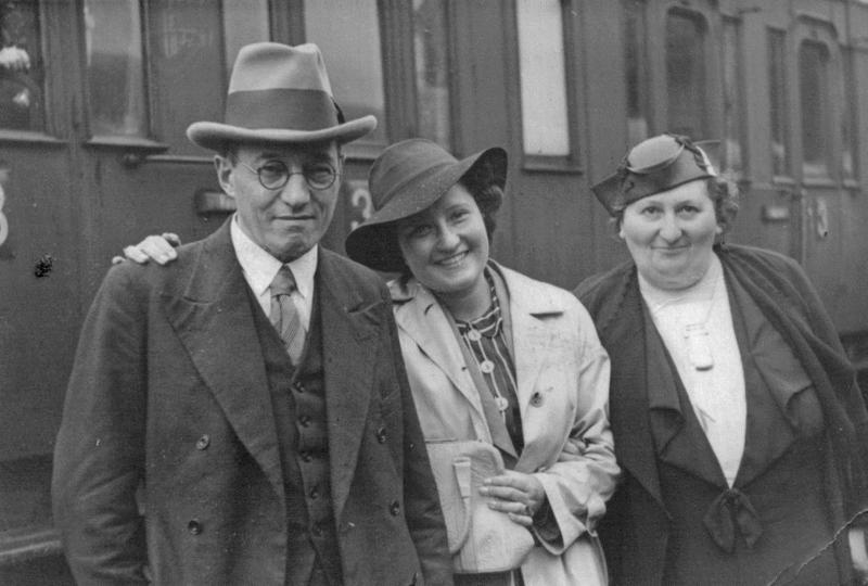 Siegmund Hamlet, Tochter Anneliese und Ehefrau Hertha in Berlin 1937 © Monica Markwald